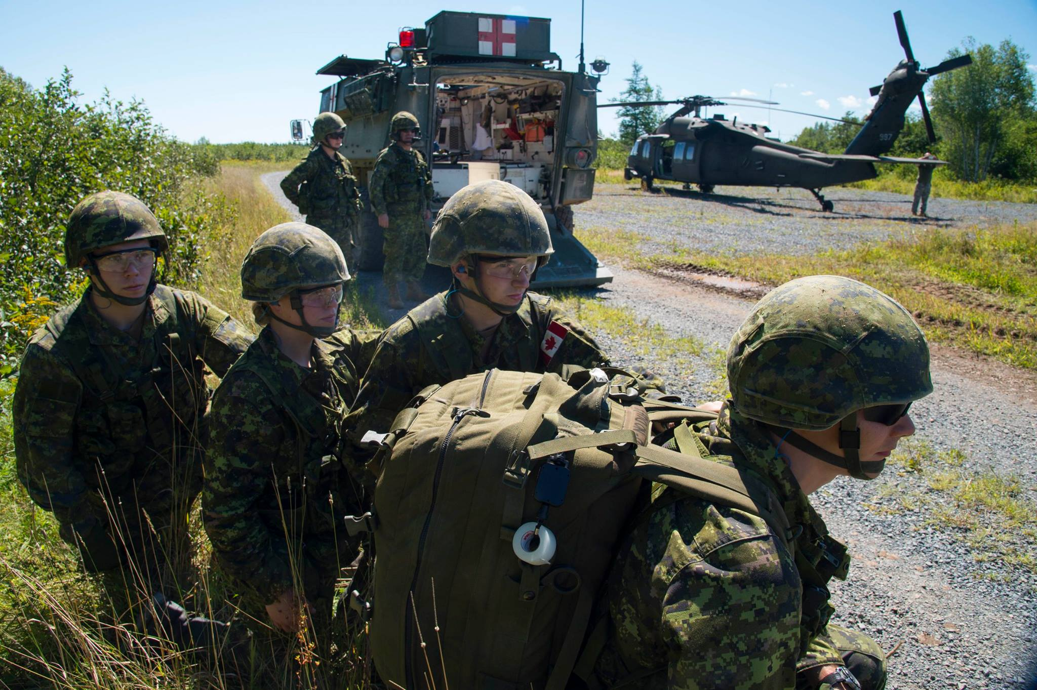 Military medics prepare to transfer a simulated casualty from a Blackhawk helicopter as part of a casualty exercise during Exercise STRIDENT TRACER at 5th Canadian Division Support Base Gagetown on August 23, 2016. ©2016 DND/MDN Canada. Photo by: Corporal Chris Ringius, Formation Imaging Section Halifax