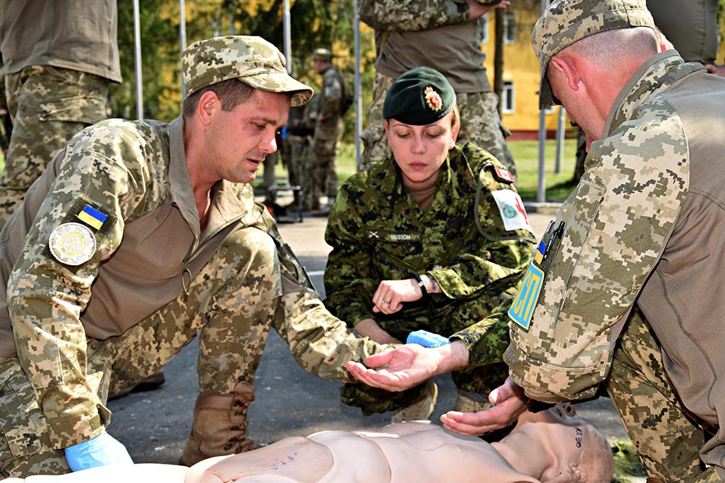 Sergeant Marnie Musson, a Medical Technician with Joint Task Force-Ukraine, mentors Combat First Aid training at the International Peacekeeping and Security Centre in Starychi Ukraine