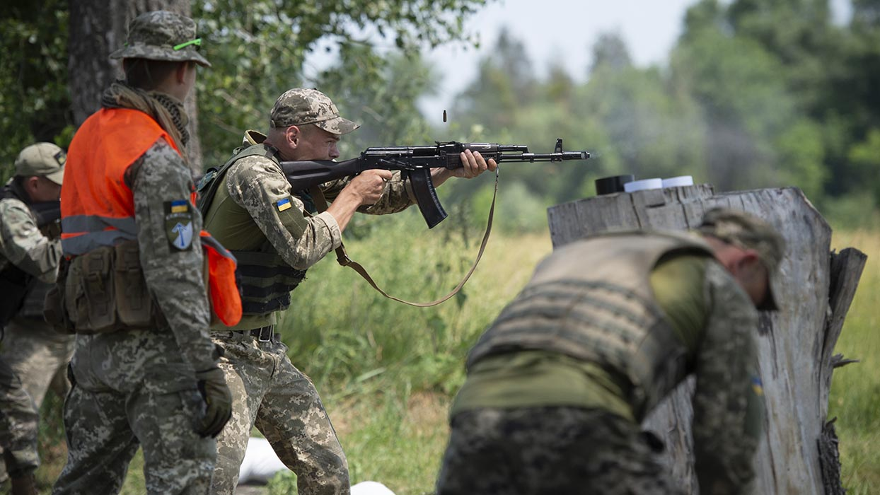 Canadian Armed Forces members support their British counterparts in offering training to Ukrainian Security Forces in Denipro, Ukraine during Operation UNIFIER on June 18, 2019. Photo: Aviator Stéphanie Labossière, Joint Task Force-Ukraine. ©2019 DND/MDN Canada.